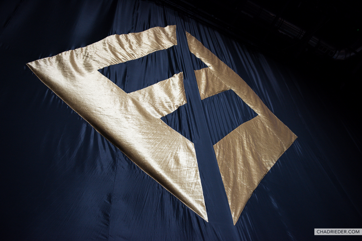 Foo Fighters Concrete Gold
