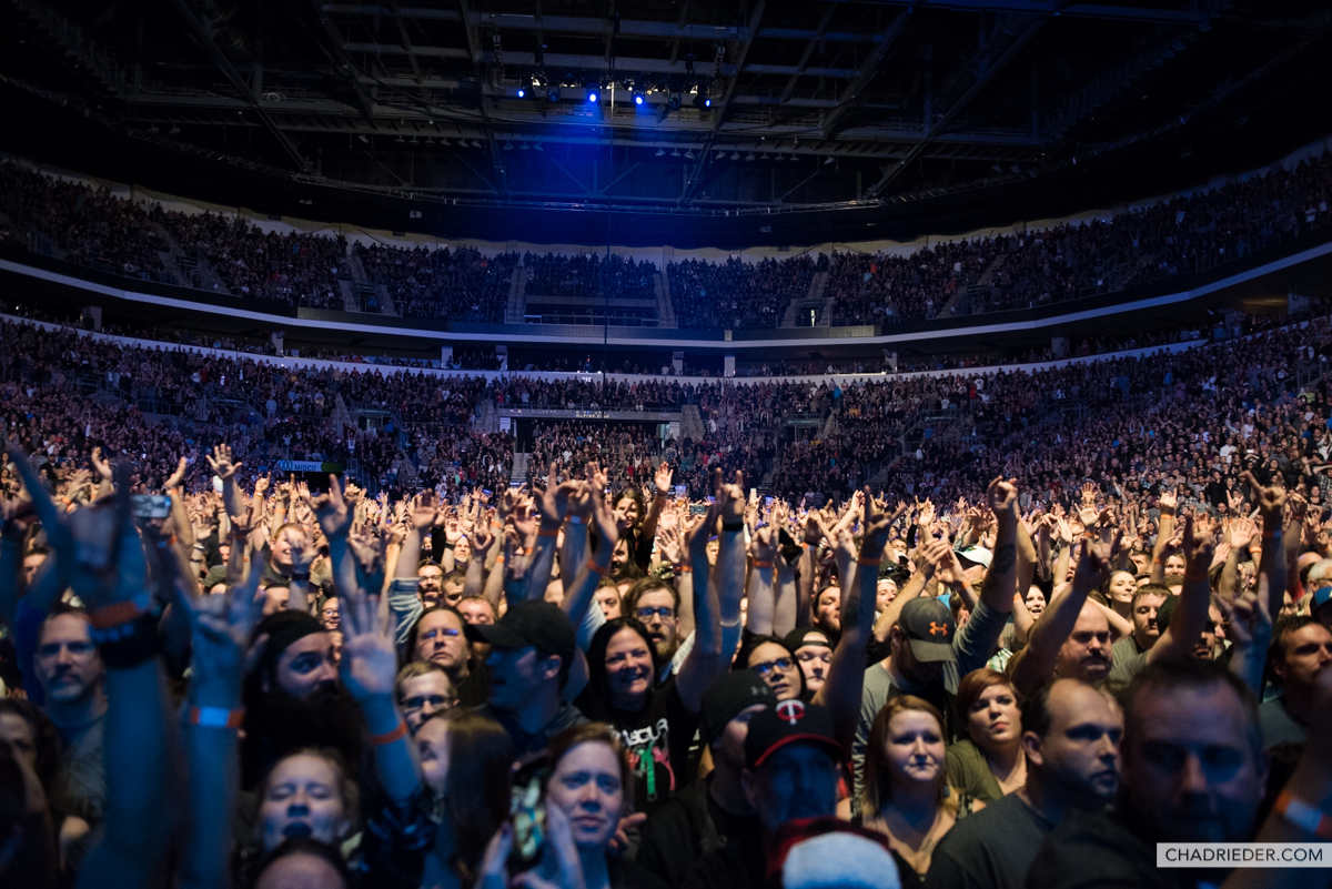 Foo Fighters crowd Sioux Falls
